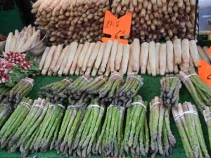 fresh asparagus at Marché Président Wilson